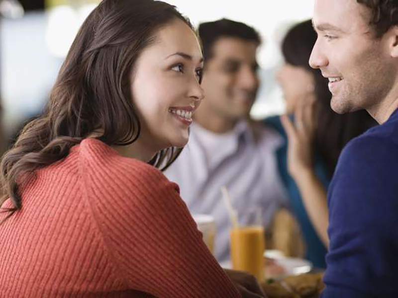 О чём лучше помолчать с любимым на людях?